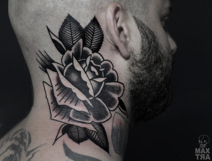 rosa nera collo logo