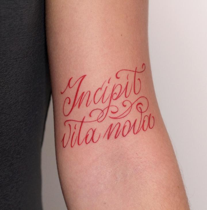 lettering rosso braccio